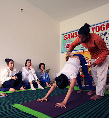 yoga-teacher-training-course-in-200-hours